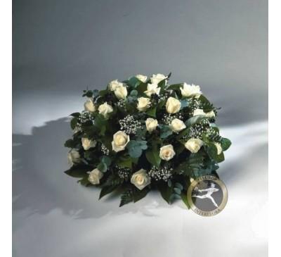 Rouwarrangement biedermeier met witte rozen en gipskruid (excl. Lint)