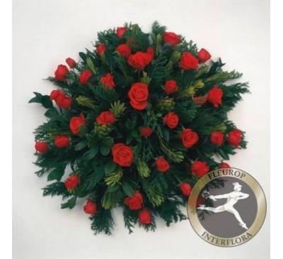 Rouwarrangement met rode rozen (excl. Lint)